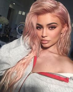 WELL, she just debuted her new ~rose gold~ hair, and honestly, it's such a vibe. | Kylie Jenner's Rose Gold Hair Is Such A Pinterest Dream