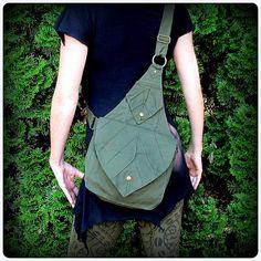 Blatt-Tasche Rucksack Buch Messenger Tasche ~ grün braun schwarze Leinwand ~ Elfen Wald LARP Legend of Zelda Link Elf Gewand Yule von TalismanaDesigns