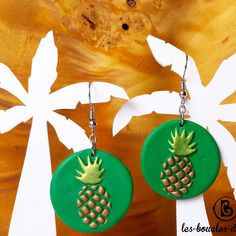 Boucles d'oreilles: ananas dorés sur fond vert