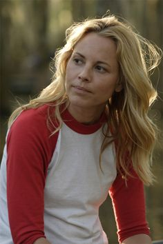 I need this shirt! (Maria Bello)