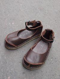 wish these came in womens' sizes un de mes problemes je crois... je n'aime que les chaussures pour enfants...