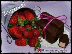 Lila Pause – Olga's cuisine Lila Pause, Fun Desserts, Dessert Recipes, Raspberry, Strawberry, Greek Sweets, Muffin, Chips, Candy