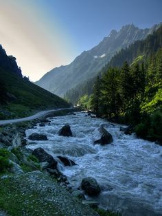 Nelum River at Kashmir, Pakistan Cool Places To Visit, Places To Travel, Places To Go, Travel Destinations, Flora, Paradise On Earth, Berg, Heaven On Earth, India Travel