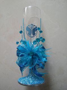 Resultado de imagen de copas de xv años azul rey Peacock Wedding, Blue Moon, Wedding Decorations, Wedding Ideas, Wine Glass, Centerpieces, Wreaths, My Favorite Things, Elegant