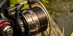 Moulinet Daiwa Balistic un top pour le feeder. Fishing Tackle, Top, Fishing Equipment, Crop Shirt, Shirts, Fishing Rigs
