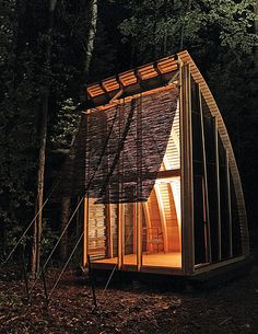 The aerieLOFT, work of Candian architect Martin Liefhebber, is inspired by the simple elegance of the wooden canoe and the clean lines of ship design... the completed design- pre-fab, eco-friendly cabin.