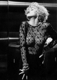 Madonna Vogue, Lady Madonna, Beautiful Celebrities, Beautiful Women, Divas, Madonna Pictures, Herb Ritts, Ethnic Hairstyles, Marilyn Monroe Photos