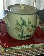 HOME AND GARDEN PARTY POTTERY MAGNOLIA BEANPOT Crock W/lid 2002 NICE!