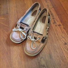 AUTHENTIC cheetah print SPERRYS!  Short toe sperry top-siders. Short toe. Cheetah print design on the sides. Lightly worn ❗️PRICE DROP ❗️ Sperry Top-Sider Shoes Flats & Loafers