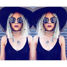 twinning it up ✨ inspired by @mstr_of_disguise #styleicon #styleinspiration #inspo #inspiration #jewellery #hamsa #crochet #boohoo #weareus #mermaidhair #braid #hairbeads #regalrose #selfie #shoot #fblogger #plait #choker #90s #grunge