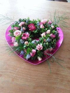 Valentijnshart van bloemen gemaakt door Marion's Bloemdecoraties