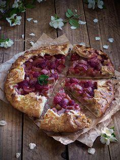 Galette de ruibarbo y frutos rojos con frangipane {Rhubarb & Raspberry Frangipane Galette} - Pemberley Cup & Cakes