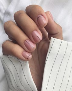"Valeria Saykova on Instagram: ""Минимализм 👌🏻Любите? 🖤  #минимализмнаногтях #ногти #идеяманикюра #маникюр #геометриянаногтях #геометрическийдизайн #палочкиполосочки…"""