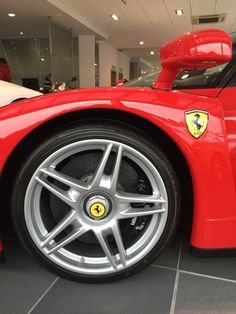 ferrari enzo fully detailed by us only has 200km on the clock its the best - Ferrari Enzo Black Rims