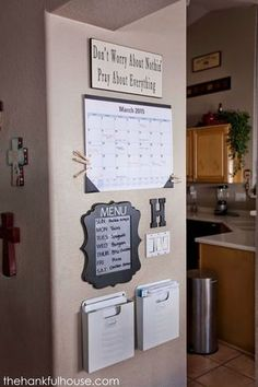 Kommandozentrale für die ganze Familie - vlt könnten wir sowas auch brauchen. Inkl. Spruch... :-D Backpack Station, Rain Garden, Projects To Try, Homesteading, Canning, Cabinet, Furniture, Locker Storage, Home Decor