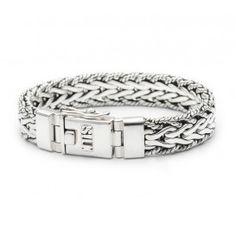 Een prachtige Silk armband met een standaard lengte van 19 cm. Massief uitgevoerd en met een veiligheidsachtje voor extra zekerheid. Artikelnummer 217-19