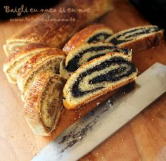 cake with poppy seeds or nuts filling - Baigli - hungarian - one of my favorites Romanian Desserts, Romanian Food, Sweets Recipes, Cake Recipes, Cooking Recipes, Pastry And Bakery, Food Cakes, Sweet Bread, Hot Dog Buns