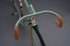 Townsend Grass Track - sewn leather grips instead of standard bar tape on the drops.