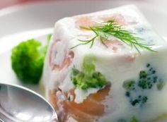 Huevo con brócoli y daditos de salmón ahumado