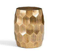 Elegant cylindrical golden side table. Discover more: coffeeandsidetables.com | #goldsidetable #cylindricalsidetable #elegantsidetable