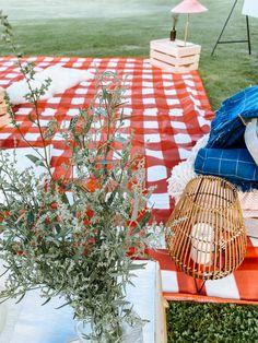 Pikniková chill out zóna - ta nesmí chybět na žádné akci. Picnic Blanket, Outdoor Blanket, Tree Skirts, Chill, Christmas Tree, Holiday Decor, Design, Home Decor, Teal Christmas Tree