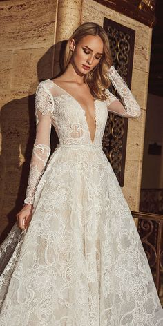 Luxury wedding gowns you will absolutely love. Find your perfect wedding dress from classic silhouettes, luxurious fabrics, modern designs and latest trends for brides, bridesmaids & the wedding party. Wedding Dresses 2018, Luxury Wedding Dress, Designer Wedding Dresses, Bridal Dresses, Elie Saab, Vintage Lace Weddings, Traditional Wedding Dresses, Marie, Fall 2018