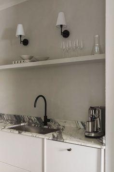 Comment créer une atmosphère enveloppante avec des tons neutres Interior Styling, Interior Decorating, Interior Design, Rustic Ceramics, Modern Cottage, Nordic Design, Design Design, House Made, Apartment Interior