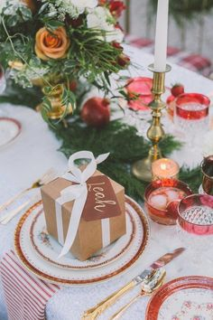 10 Whimsical Winter Wedding Seating Cards | 'Tis the season! These gift box seating cards are not only adorable, they also double as something to put your wedding favor in.