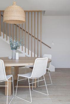 Dining Room Inspiration, Home Decor Inspiration, Design Inspiration, Casa Top, White Dining Chairs, Home And Deco, Dining Room Design, Minimalist Home, Home Interior Design