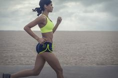 This Group Fitness Class Will Make You Love Running (and Burn Major Calories) Learn To Run, How To Start Running, Running Tips, Best Treadmill Workout, Running On Treadmill, 30 Day Squat, Good Treadmills, Group Fitness Classes, Extreme Workouts
