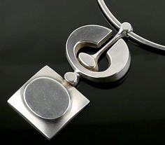 Jorma Laine modernist silver necklace 830 silver Finland 1972 Pendant measures 3 long x 1 wide Necklace should fit a 15 neck Weight - 66 grams Marked on back of pendant Very good vintage condition, minor scattered surface scratches Silver Jewelry Box, White Gold Jewelry, Silver Necklaces, Sterling Silver Bracelets, Vintage Jewelry, Silver Earrings, Diamond Jewelry, Jewelry Logo, Jewelry Quotes