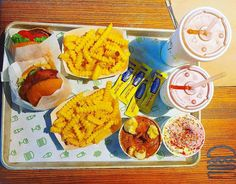 Instagram #food  ✖️S.H.A.K.E.S.H.A.C.K | N.Y.C✖️🇺🇸🍟🍔💯✔️  .  🎶Taylor Swift - SHAKE it off🎶  .  Bon appétit...burger lover!💫  .  #burger #fastfood #junkfood #food #foodporn #restaurant #newyork #newyorkcity #nyc #eating #delicious #travel #travelgram #latergram #throwback #explore #tourism #tflers   __________________________  #picoftheday ##instalike #instapic #instagood #instafood #igers #photooftheday #instagram #instagramers #instaphoto #potd