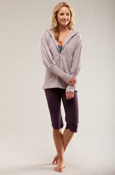 Ever wish your hoody was a bit more stylish, then check the Carve Designs Women's Outland Full-Zip Hooded Sweatshirt. Its chic shoulder shirring, forearm ribbing, low-hip length, and flattering fit has you going from yoga class to the restaurant for a quick bite to eat. #lifestyle #yoga