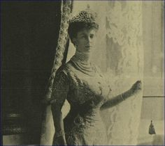 Queen Mary wearing the Delhi Durbar tiara in the Illustrated London News 20 May 1911.