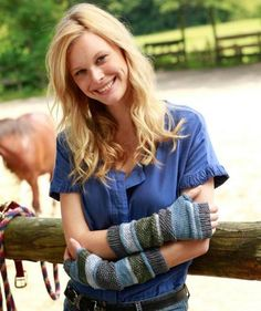 Yarns for Knitting and Crochet Patterns Knitting Patterns Free, Free Knitting, Free Pattern, Crochet Patterns, Knitting Tutorials, Fingerless Gloves Knitted, Knitted Hats, Diy Accessoires, Knitting Supplies