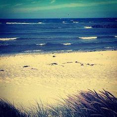 via Instagram sunmeliss: #ÜberWasser #norddeutschland #kalifornien #schleswigholstein #buceriuskunstforum #strand #sand #waves #wellen #urlaub #schönbergerstrand Norddeutscher Strand