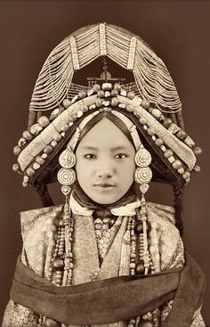 Beauriful. Tibetan Lhacham (Princess), Tibet [c1879] Sarat Chandra Das. Holy cow! I thought high heels, girdles and long nails were ways of handicapping women; but, this woman has her arms tied down!