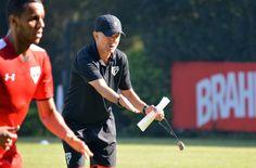 Antes observador, Osorio assume comando dos treinos e muda postura #globoesporte
