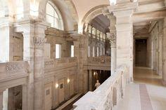 Fondée il y a plus de 2 000 ans par les Romains, c'est sous l'impulsion de Napoléon III que Plombières-les-Bains devint une station thermale à la mode reconnue pour l'effet bénéfique de ses sources d'eaux chaudes.
