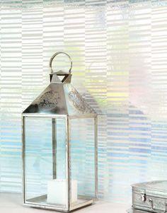 129,90€ Preis pro Rolle (pro m2 24,98€), Glamouröse Tapeten, Trägermaterial: Vliestapete, Oberfläche: Effektfolie, Glatt, Optik: Metallic Effekt, Design: Querstreifen, Grundfarbe: Silber Glanz, Musterfarbe: Hellelfenbein, Eigenschaften: Gute Lichtbeständigkeit, Schwer entflammbar, Trocken restlos abziehbar, Wand einkleistern, Waschbeständig