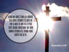 La Bible - Versets illustrés - Romains 5:10 - Car si, lorsque nous étions ennemis, nous avons été réconciliés avec Dieu par la mort de son Fils, à plus forte raison, étant réconciliés, serons-nous sauvés par sa vie.