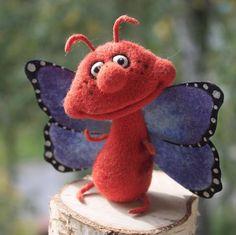 469 отметок «Нравится», 26 комментариев — Елена Величко (@velichkoelena) в Instagram: «Дилли домик нашел #мотылек #бабочка #butterfly #butterflys #felt #felttoy #feltanimals #insects…»