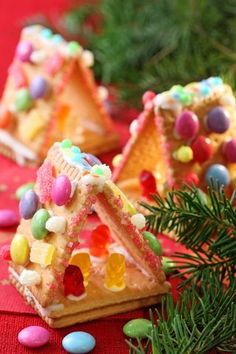 Christmas Treat Ideas For Kids - Design Dazzle - Mini Gingerbread Houses Made With Graham Crackers! So Much Easier for the Little Ones and They are - Christmas Sweets, Christmas Cooking, Christmas Gingerbread, Noel Christmas, Christmas Goodies, Gingerbread Houses, Graham Cracker Gingerbread House, Xmas, Christmas Baking For Kids
