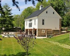 Check Out Http Kingbarns Com With Its Historic Architectural Design A Bank Barn Gives Your Farm A Timele Barn House Plans Barn House Kits Barn Style House