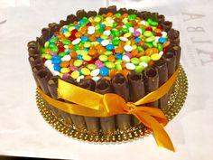 Cioccolato e smarties il modo migliore di festeggiare il compleanno.  By Alba Caffè. #smarties #compleanno #torte #cioccolato #pasticceria #tortacompleanno #festa #albacaffè