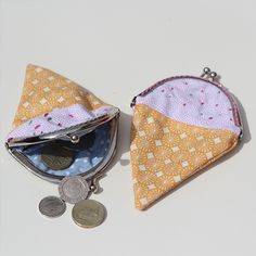 With the summer in full swing, we wanted to make a little ice cream purse to keep our change in - and to remind us of when the sun has long gone. Sewing Basics, Sewing Hacks, Sewing Tutorials, Sewing Ideas, Sewing Tips, Sewing Crafts, Crochet Tutorials, Sewing Patterns, Love Sewing