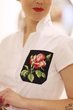 Tutorial how to make a hand embroidered pocket.  In sisterMAG N° 5 p. 266