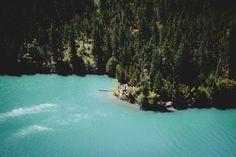 Turquoise blue waters of Diablo Lake, WA [OC] [6000 x 4000] : EarthPorn