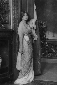 """ Gladys Cooper photographed by Foulsham & Banfield, c.1913. """