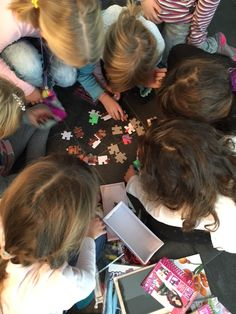 Detektiv Geburtstagsparty für Kinder - Mama on the rocks 5th Birthday, Kindergarten, Motto, Disney, Party, Mario Party Games, Scavenger Hunt Kids, Diy Kid Gifts, Birthday Invitations Kids